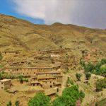 uma pequena aldeia nas montanhas do atlas em marrocos