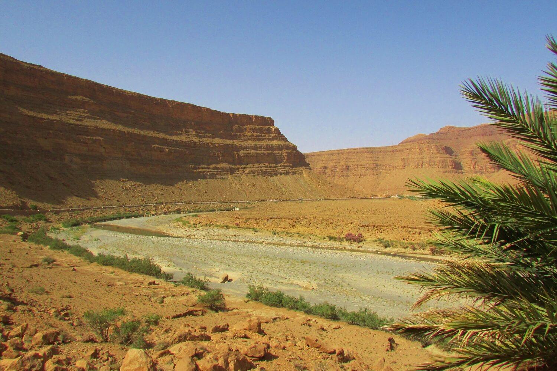 canyon do vale de ziz a caminho do deserto