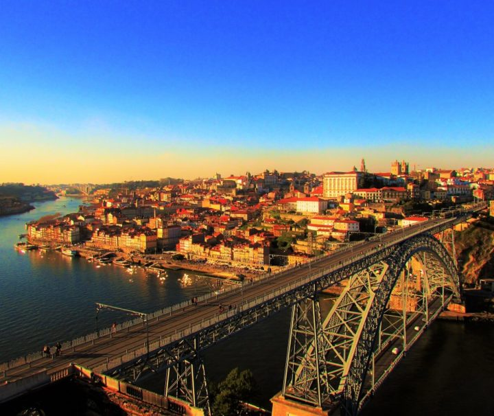 miradouro da serra do pilar sobre a cidade do porto