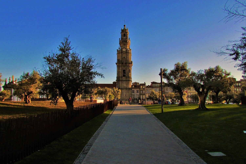 a torre dos clérigos no porto