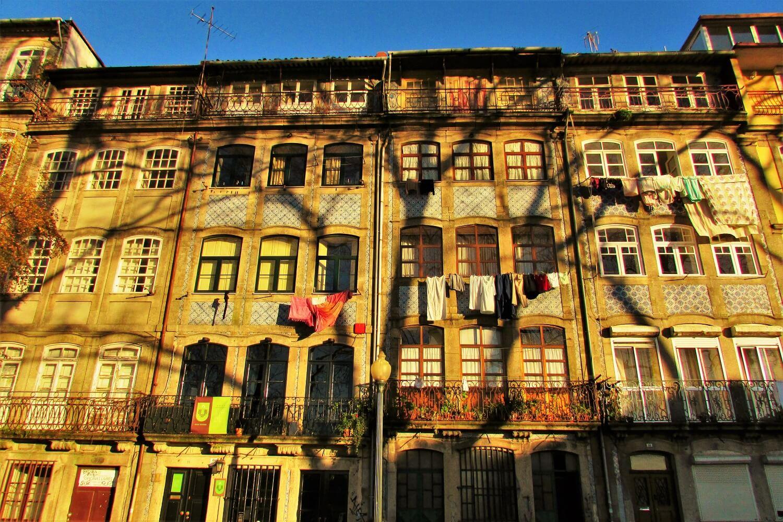 fachadas de las casas tradicionales del centro del porto