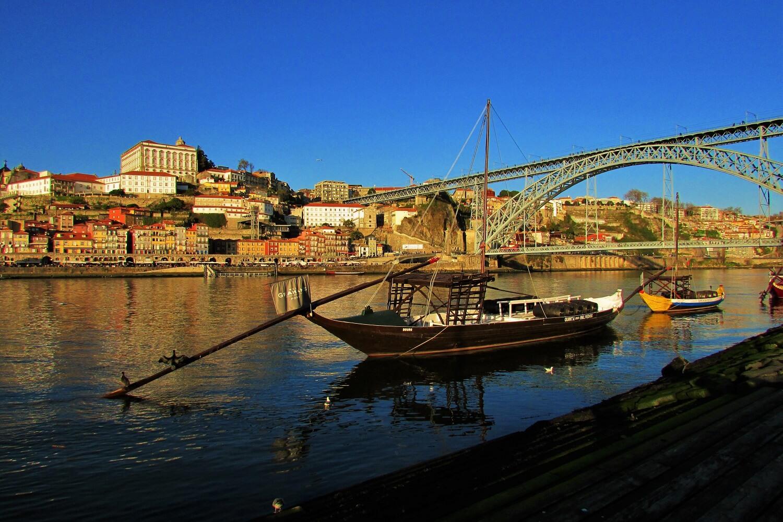 los tradicionales barcos rabelos en el río douro