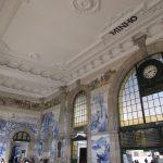 pormenor de azulejos na estação de são bento