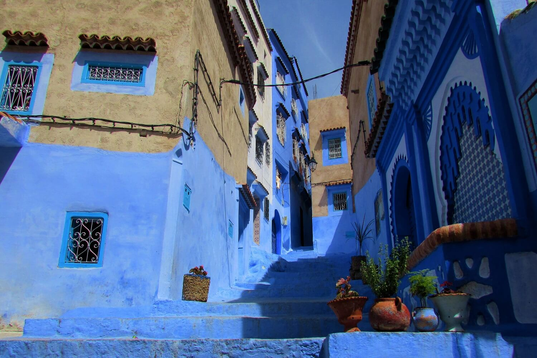 ruas pintadas de azul em chefchaouen