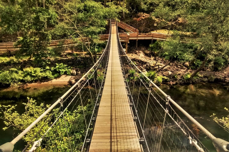 ponte sobre o rio paiva nos passadiços