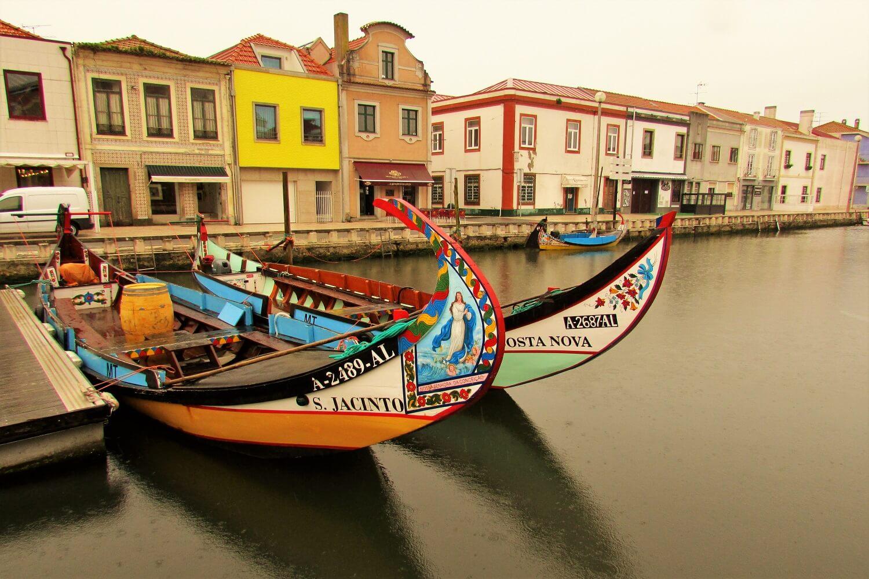 barcos moliceiros na ria de aveiro