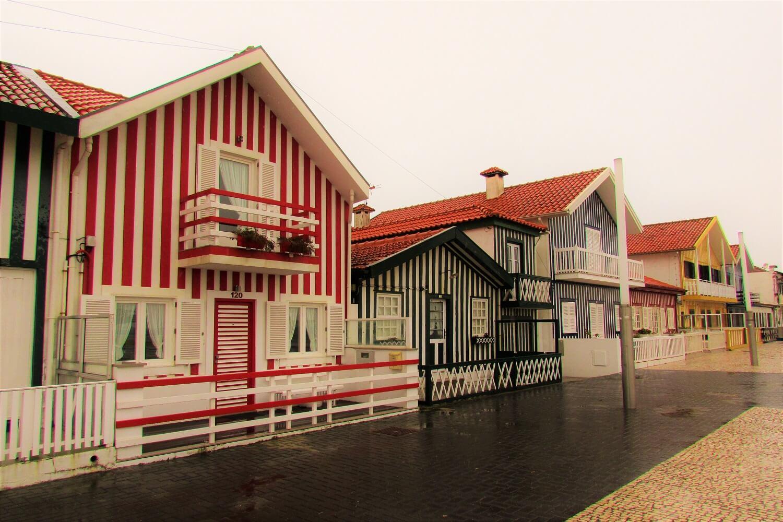 casas coloridas dos pescadores da costa nova