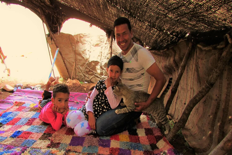 uma família nómada na sua tenda