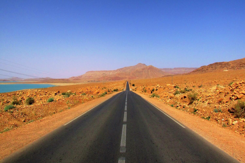 estrada a caminho de deserto do sahara