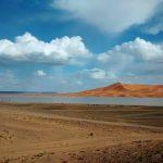 vista sobre o lago em pleno deserto do sahara