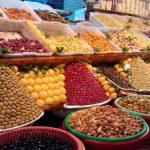 frutos secos e azeitonas na medina de fez