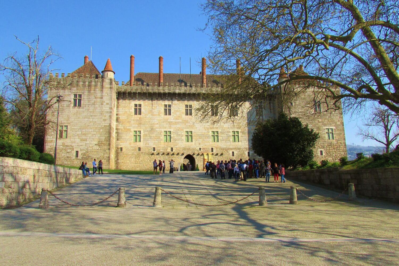 o palácio dos duques de bragança em Guimaraes