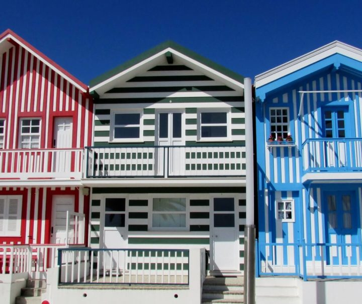 as casas coloridas dos pescadores da Costa Nova
