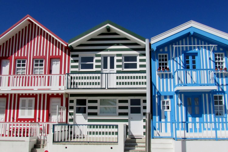 as casas coloridas dos pescadores da Costa Nova