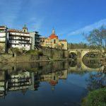 cidade de amarante nas margens do rio tâmega